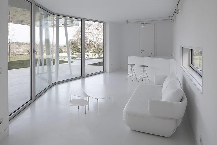 sala-inteira-branca-casa-moderna