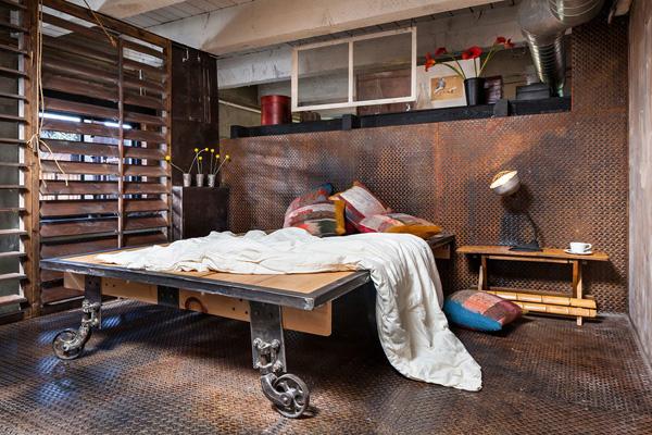 cama-sob-plataforma-industrial