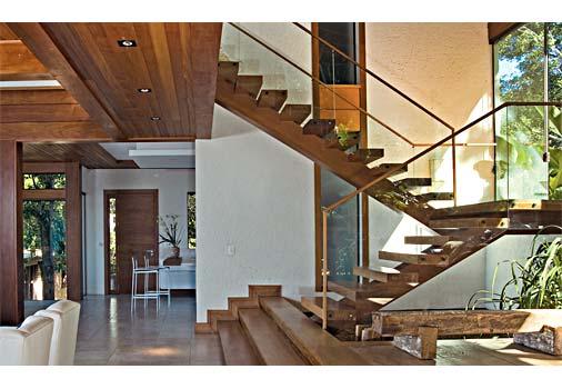 escada-de-madeira-grande