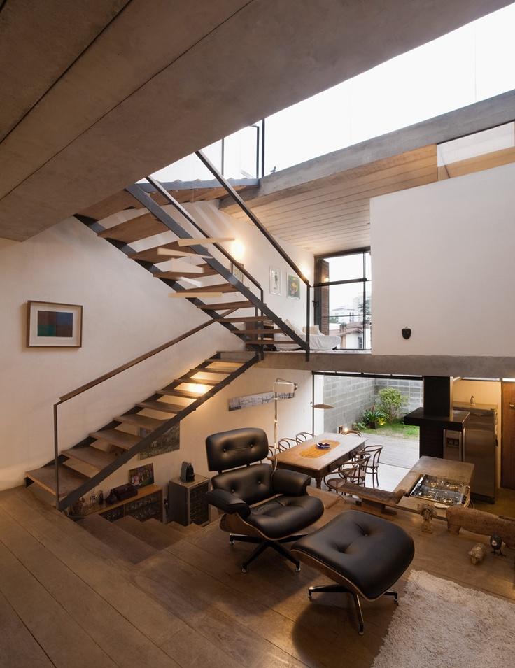 escada-tabua-de-madeira
