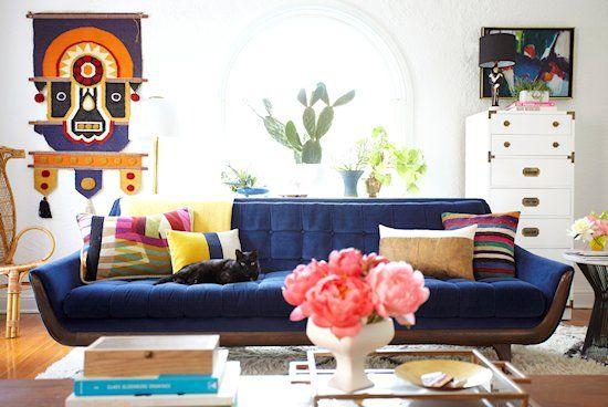 sofa-azul-gato-almofada