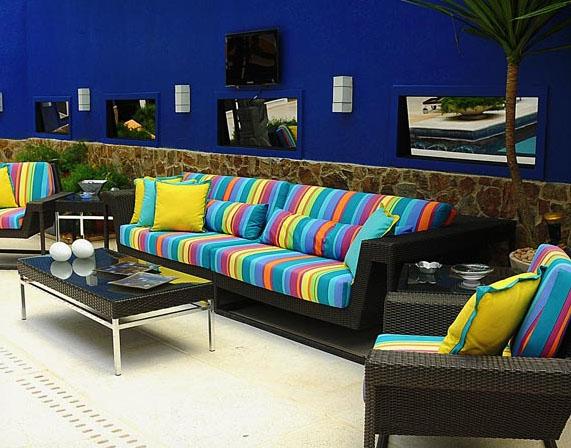 sofa-colorido-listras-verticais