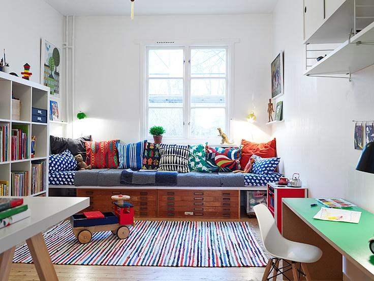 almofadas-coloridas-em-sofa
