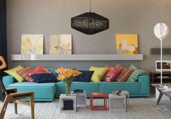 Almofadas Para Sala De Tv ~ Sofá na cor azul turquesa com almofadas escolhidas a dedo nas cores