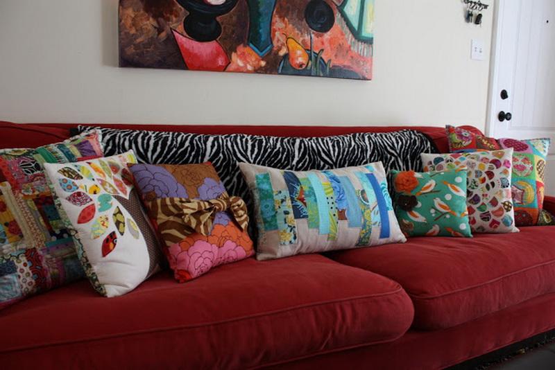 almofadas-coloridas-sofa-vermelho