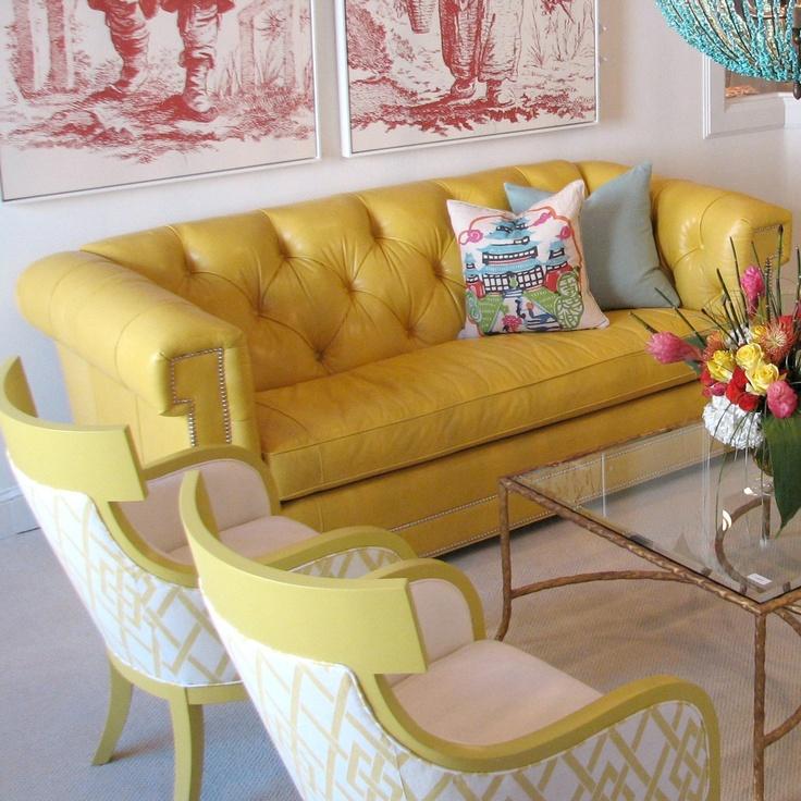 sofa-couro-amarelo