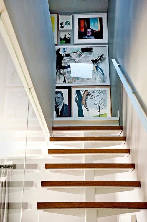 quadros-no-hall-da-escada