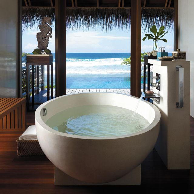 banheira-redonda-vista-para-mar