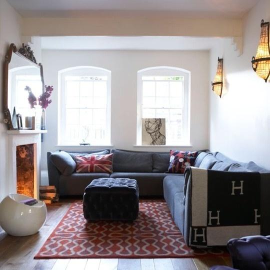 Lareira Para Sala Pequena ~ Novamente sofá em L encostado na parede ganha espaço e conforto