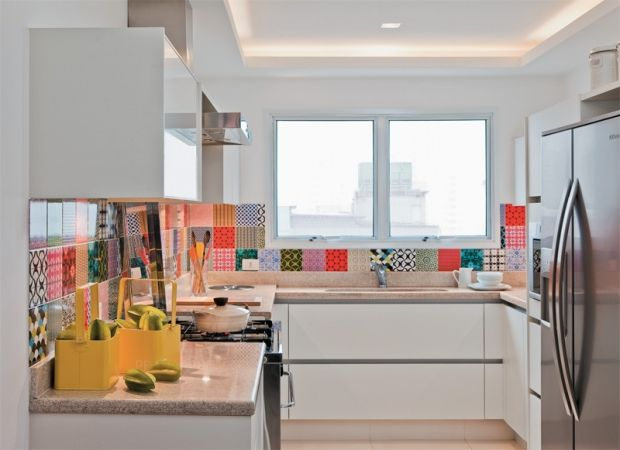 adesivo-colorido-na-cozinha