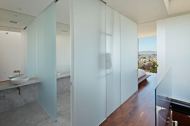 banheiro-aberto-entre-corredor-e-quarto