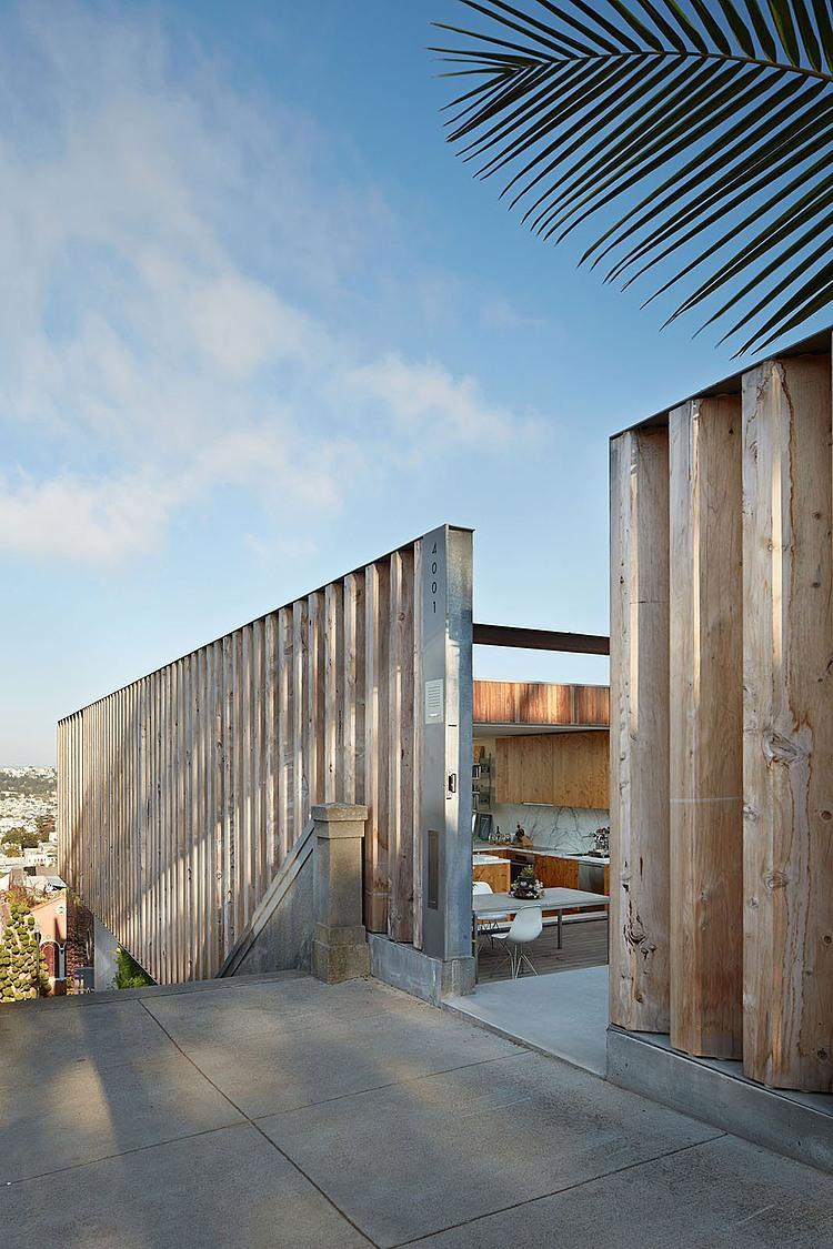 casa-com-parede-de-ripas-de-madeira