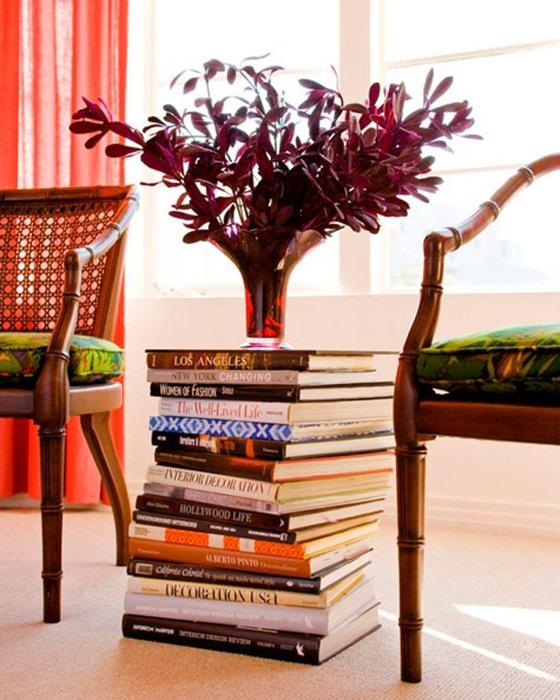 livros-como-mesa-latera