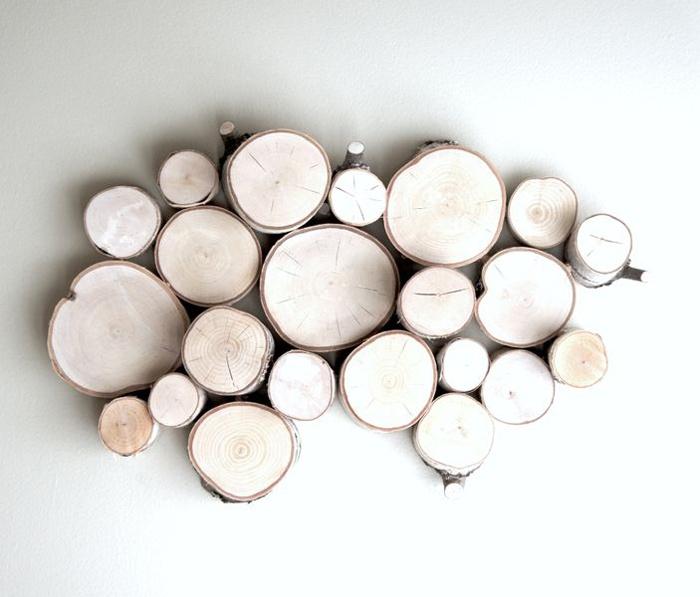painel-decorativo-com-troncos-de-arvore