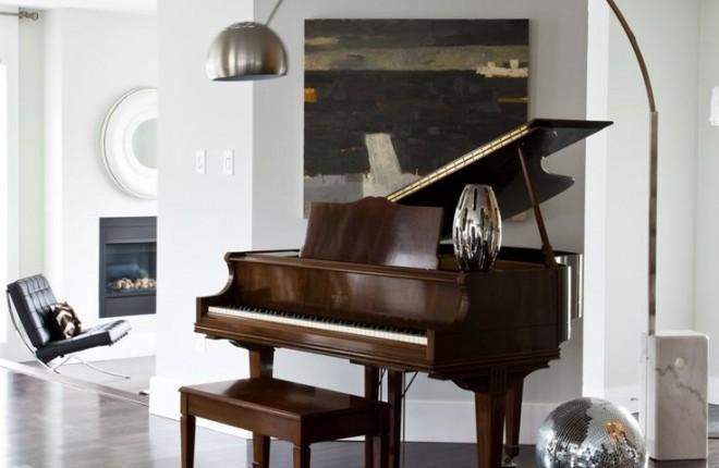 piano-ao-centro-da-sala