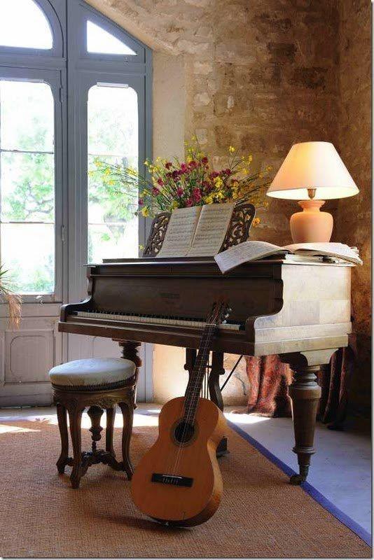 piano-studio-marrom-sala