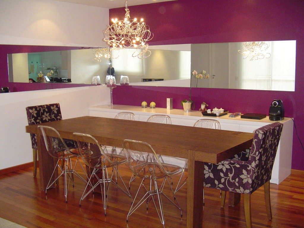 sala-de-jantar-parede-roxa