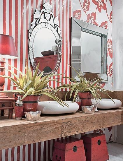 lavado-com-papel-de-parede-vermelho
