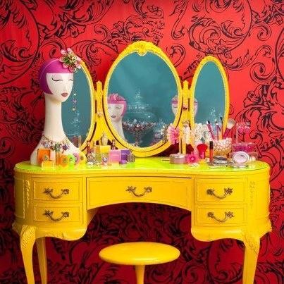 penteadeira-amarela-classica-contraste