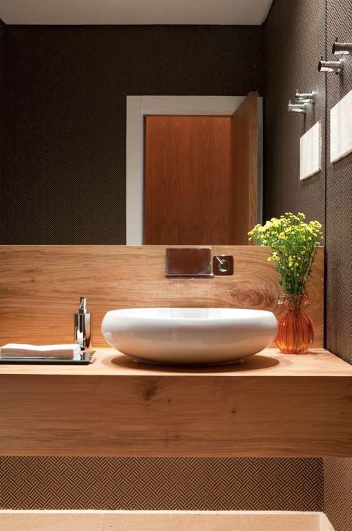 banheiro-bancada-madeira-papel-de-parede