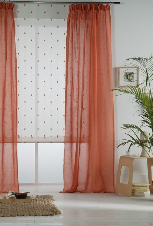 cortina-cor-salmao-parede-branca