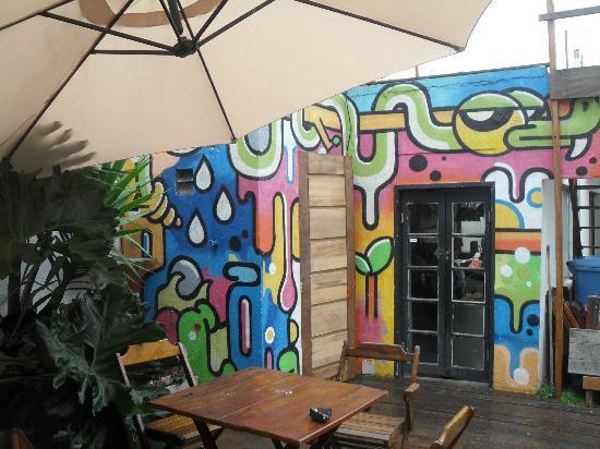 grafite-parede-quintal-hostel-o-de-casa