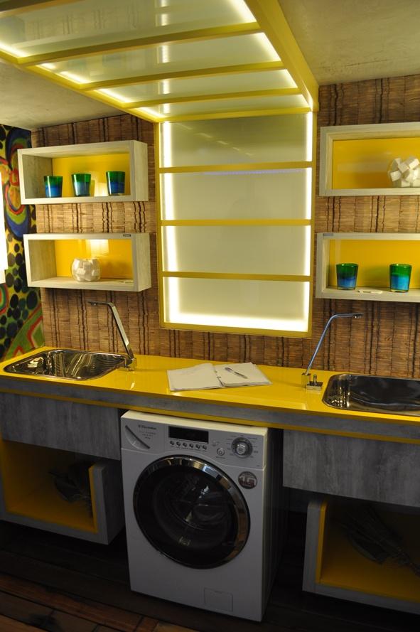 lavanderia-bem-organizada-amarela