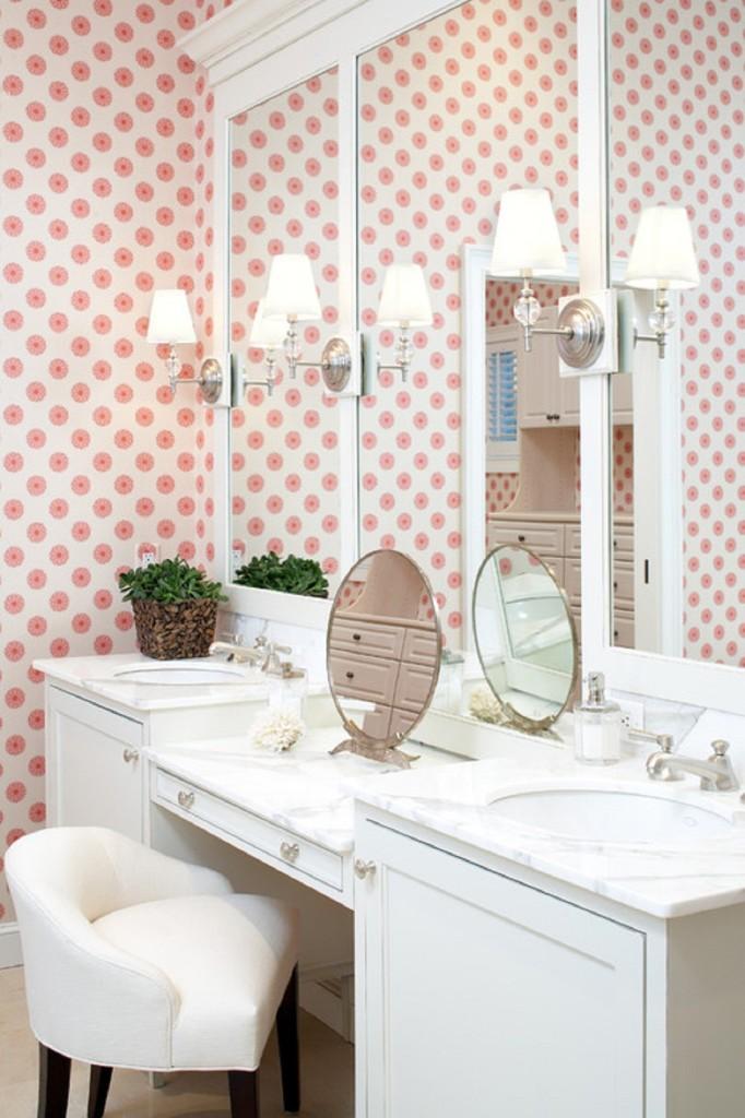 papel-de-parede-rosa-banheiro-penteadeira