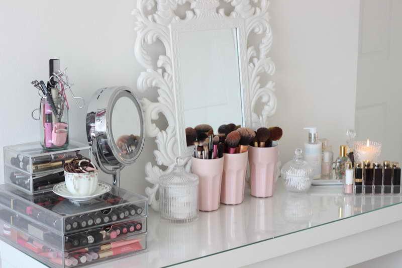 penteadeira-organizada-com-cosmeticos