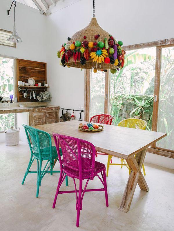 sala-de-jantar-cadeiras-coloridas