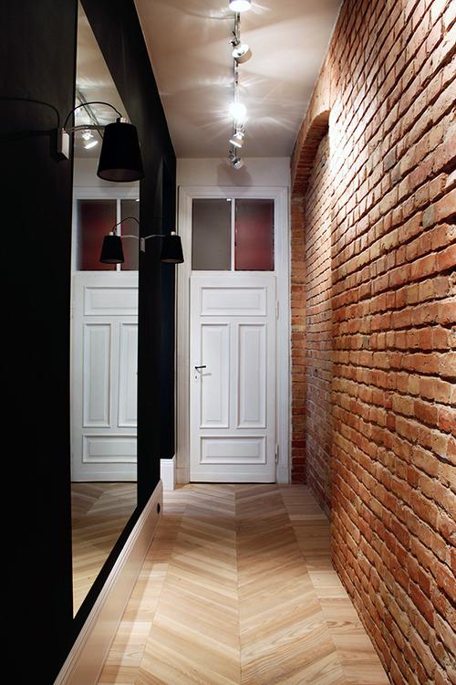 tijolo-a-vista-parede-corredor