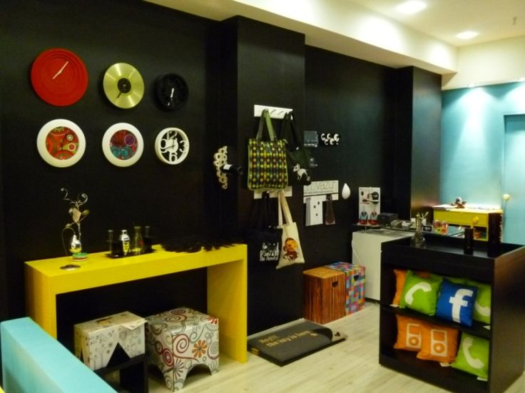 aparador-amarelo-parede-preta