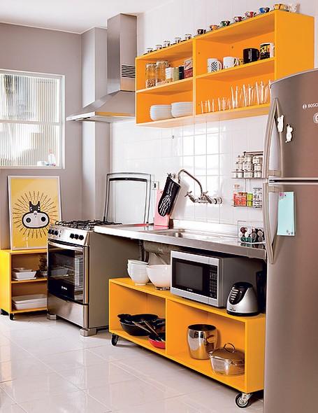 armarios-amarelo-cozinha-pratica