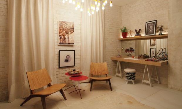 decoracao de interiores em casas de madeira:Quando não está sendo usado como mesa de escritório, pode também