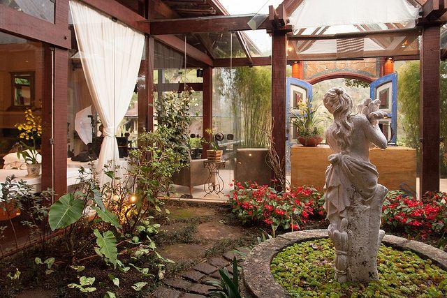 estatua-no-jardim-de-inverno