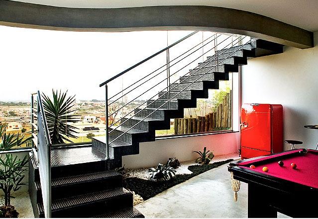 mesa-de-bilhar-com-vista-escada