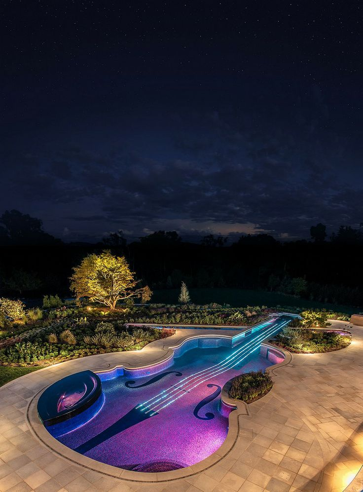 piscina-formato-de-violao