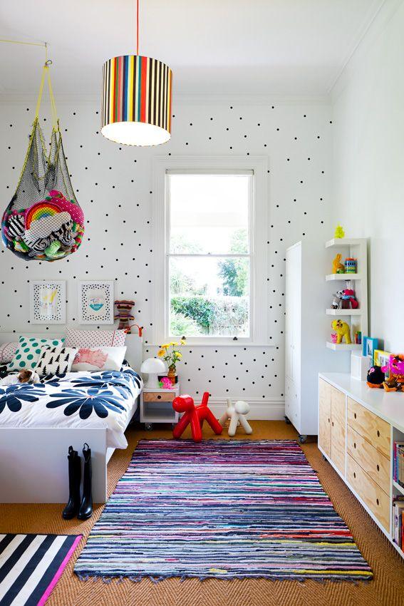 quarto-divertido-tapete-colorido