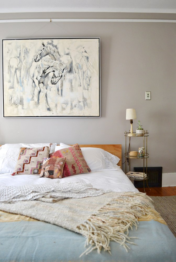 abajur-pequeno-discreto-cama
