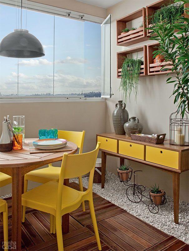 aparador-madeira-com-amarelo