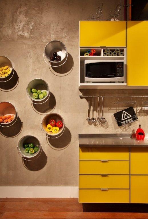 baldes-como-prateleiras-cozinha