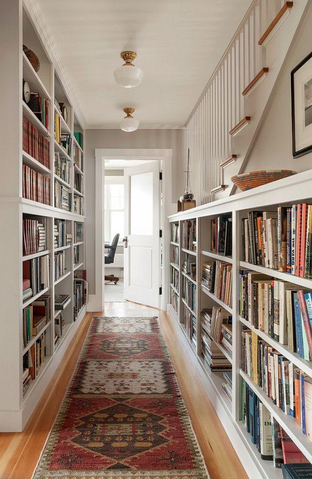 estante-com-livros-corredor-casa