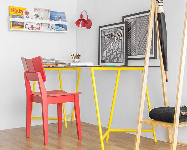 cadeira-uma-vermelha-escrivaninha