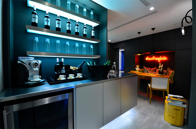 #474313 Cozinha moderna com lavanderia integradaHaus Decoração 660x437 píxeis em Bar Para Sala De Estar Moderno Com Rodas