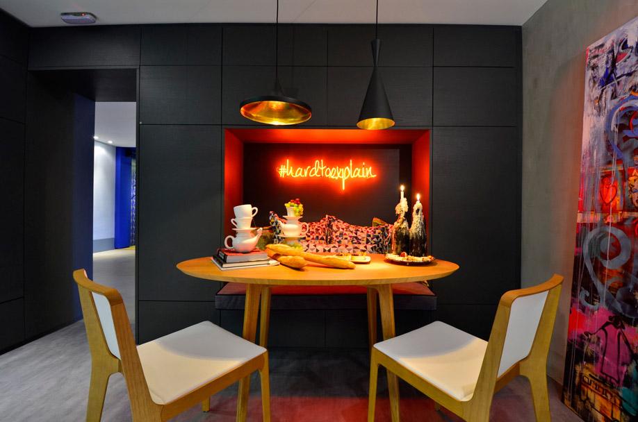 mesa-de-jantar-moderna-em-cozinha