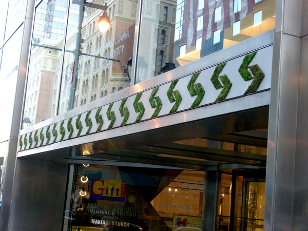 moss-graffiti-em-fachada-de-loja