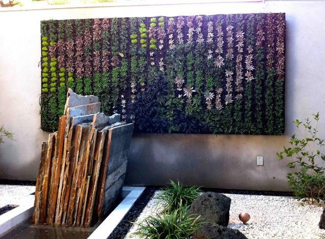 painel-com-plantas-verticais