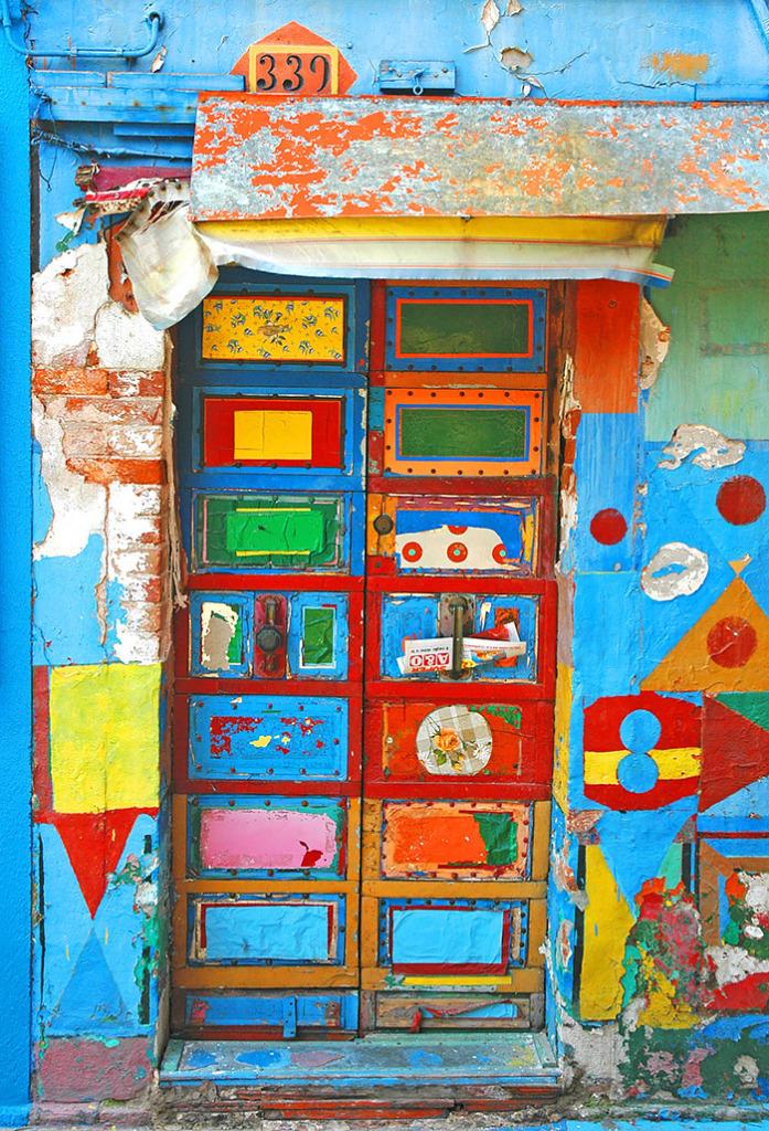 porta-colorida-burano-italia