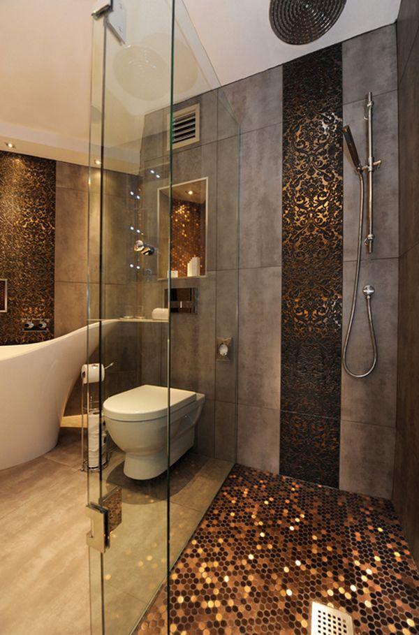 revestimento-banheiro-com-luminoso-dourado