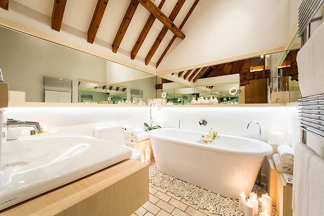 banheiro-moderno-na-antiga-igreja